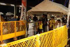 駅通り七夕まつりでスポーツ吹き矢の体験.2009.07.03
